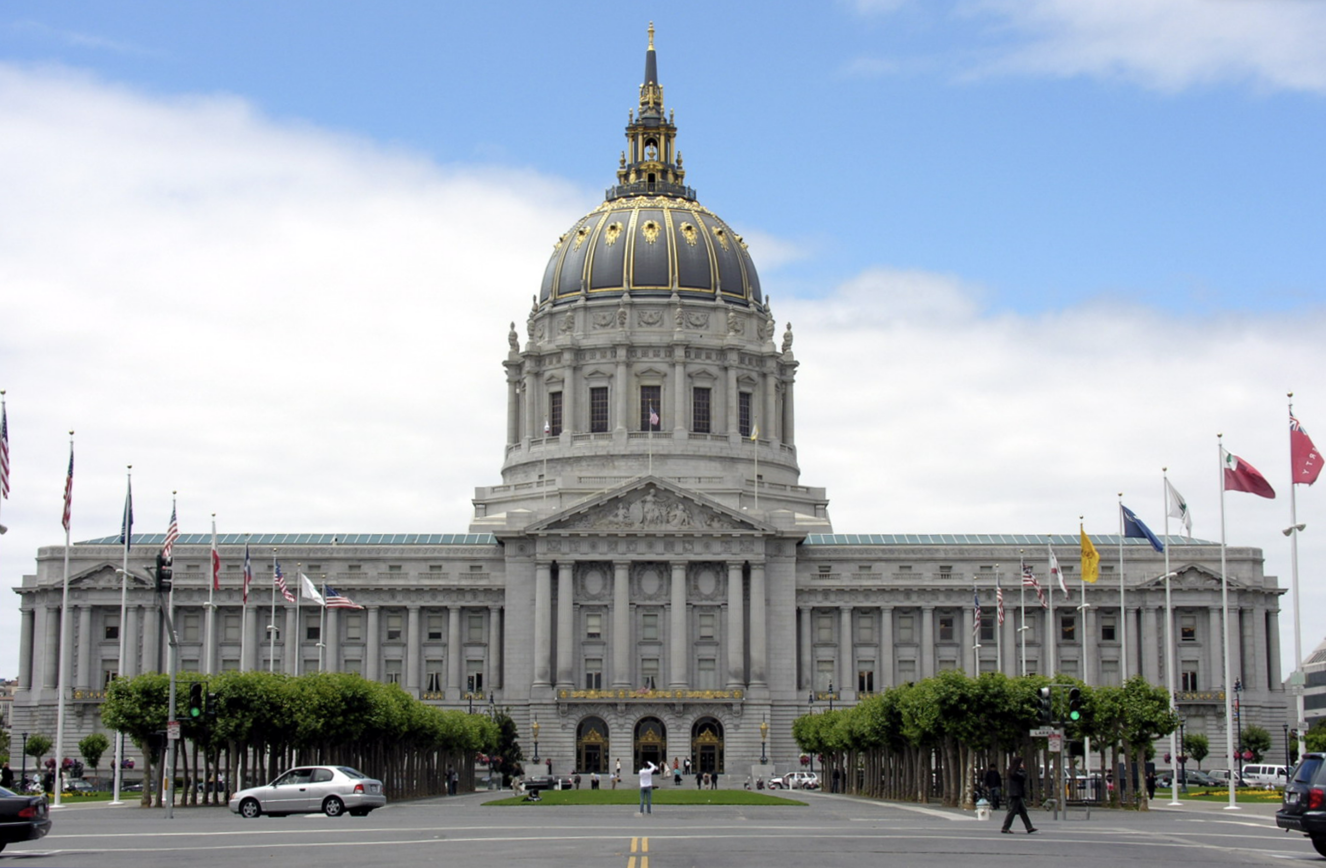 Image of San Francisco's City Hall on a clear day